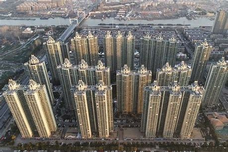 Hong Kong Behemoth in China Real Estate Readying for Bankruptcy – Is This the Beginning of a Massive China Real Estate Crash?